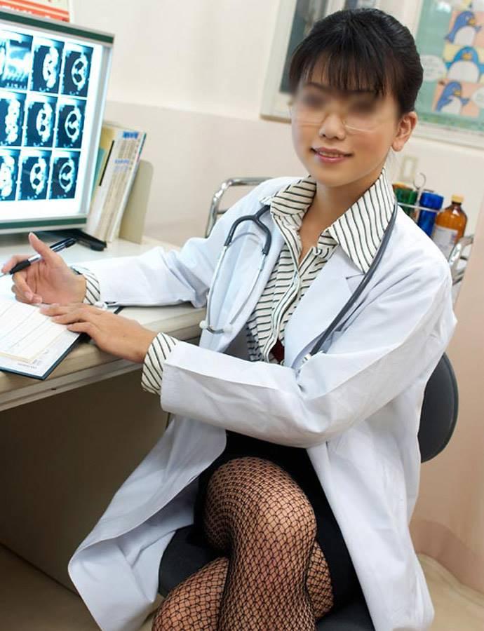 【女医エロ画像】病院行ったら痴女の女医に手コキやフェラから騎乗位挿入で釘打ちピストンされ逆レイプ診察されちゃった女医のエロ画像集ww【80枚】 16