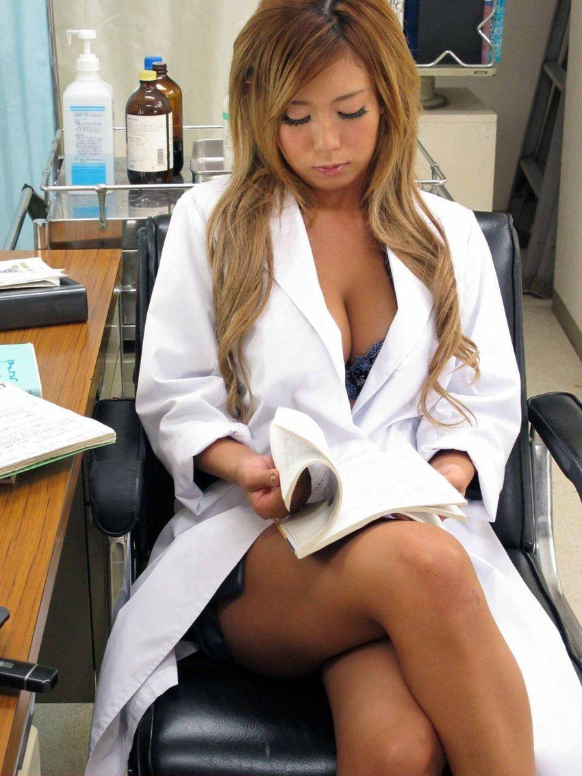 【女医エロ画像】病院行ったら痴女の女医に手コキやフェラから騎乗位挿入で釘打ちピストンされ逆レイプ診察されちゃった女医のエロ画像集ww【80枚】 27
