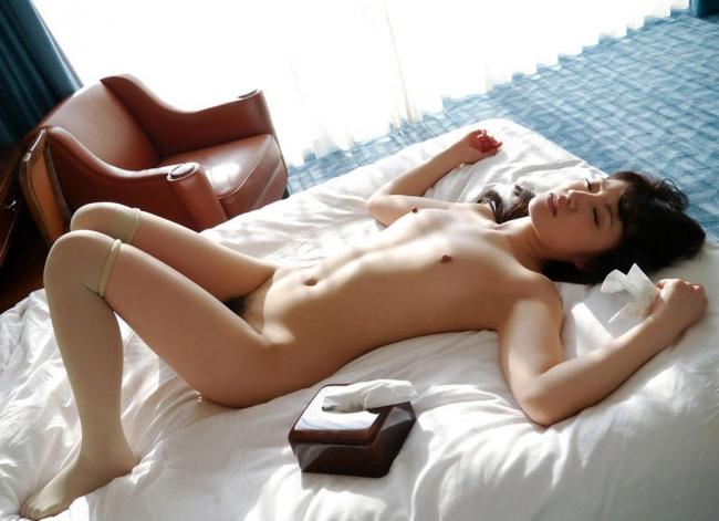 【賢者タイムエロ画像】セックス事後の賢者タイムでアクメ後の全裸娘とザーメンゴムとティッシュが散乱している賢者タイムのエロ画像集!【80枚】 62