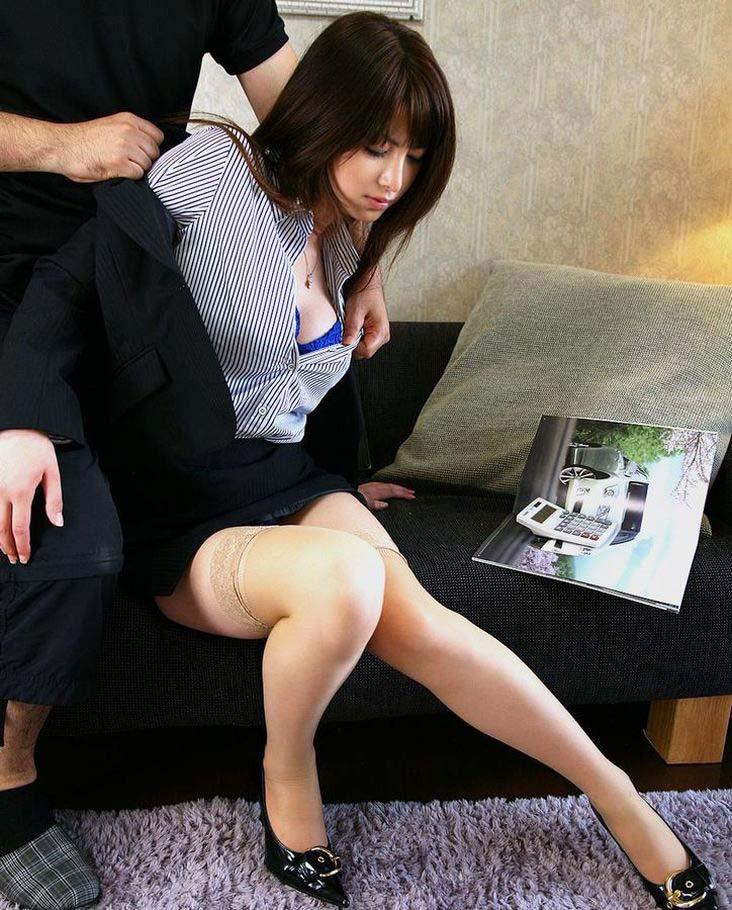 【人妻OLエロ画像】結婚しても仕事を続けるむっちり巨乳の既婚者OLにオフィスで他人棒をフェラさせて不倫挿入しちゃった人妻OLのエロ画像集!ww【80枚】 17
