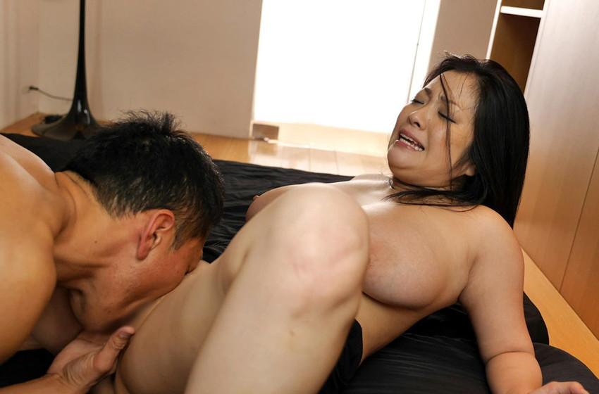 【クンニリングスエロ画像】シックスナインや顔面騎乗位でまんすじやクリを舐めたり膣内にベロを突っ込んでペロペロ舐めまくるクンニリングスのエロ画像集ww【80枚】 74