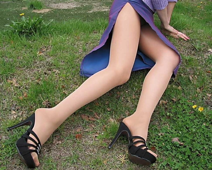 【スリットエロ画像】チャイナドレスやタイトミニのスリットから見える美脚太ももがエロ過ぎる!手を突っ込み着衣手マンしたくなるスリットのエロ画像集!w【80枚】 78