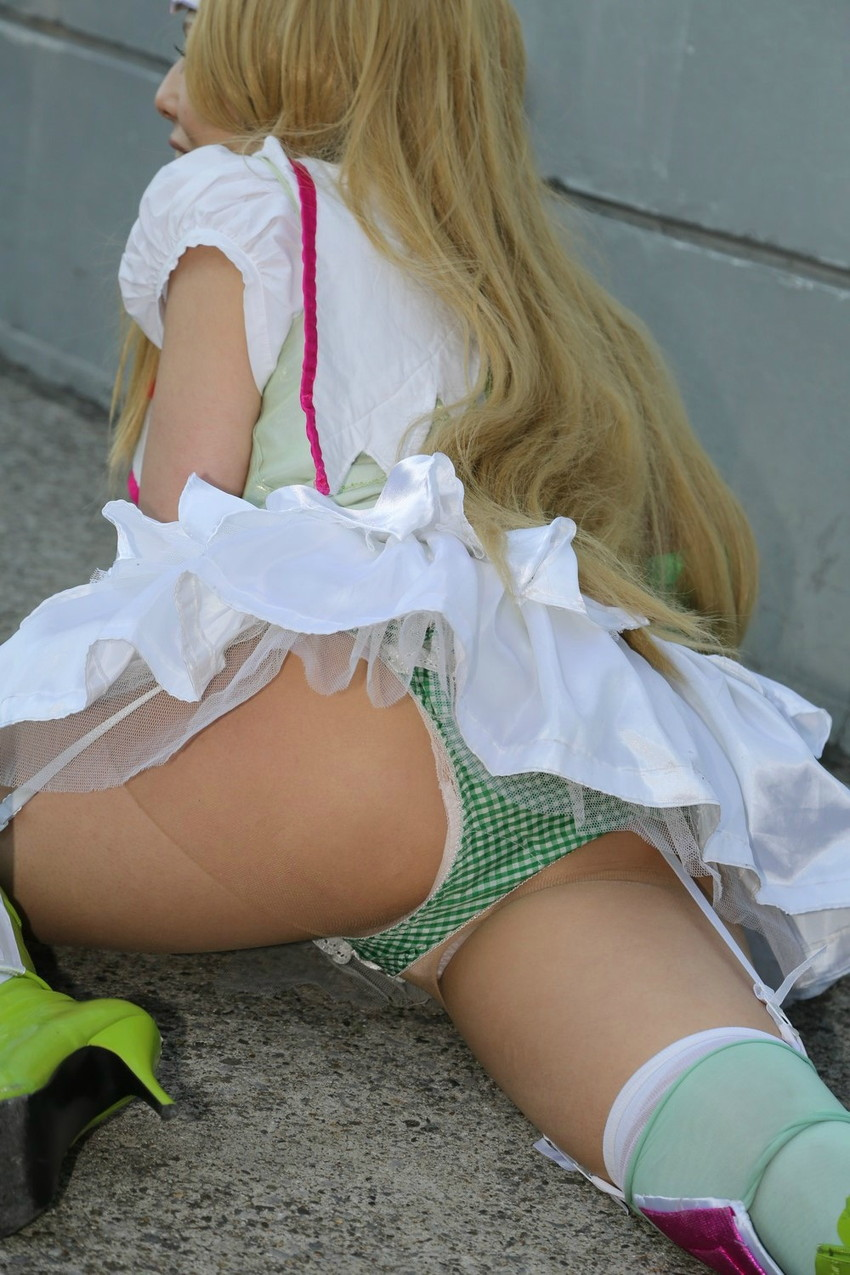 【コミケエロ画像】近年過激化するコミケでのコスプレイヤーたち!ロリ美少女のアニコス娘や爆乳腐女子の胸チラや食い込みを盗撮しちゃったコミケエロ画像集!w【80枚】 16