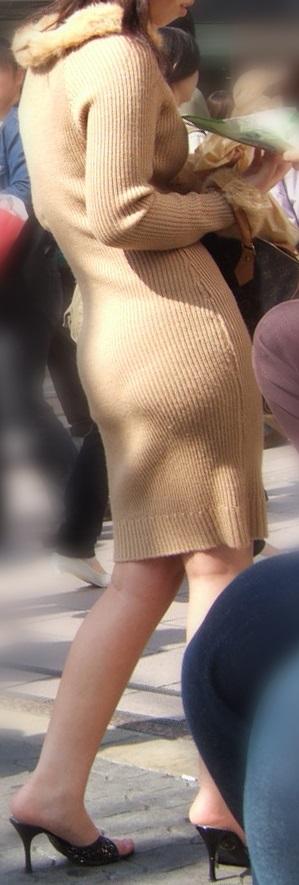 【ニットワンピエロ画像】ボディラインがはっきり分かるニットワンピで胸チラやパンティーラインを見せつけてくれるニットワンピのエロ画像集!w【80枚】 06