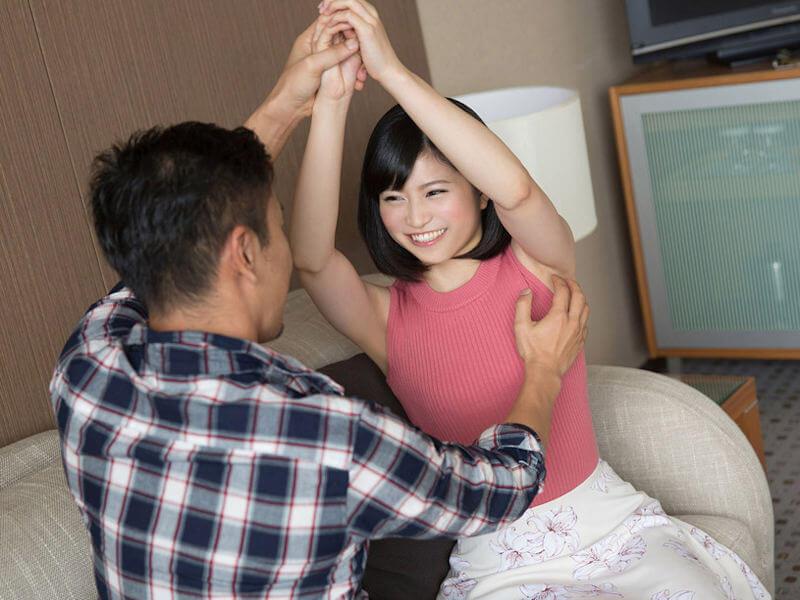 【ノースリーブエロ画像】横乳や腋の下を堪能しながら着衣セックスを堪能できるノースリーブ女子のエロ画像集!w【80枚】