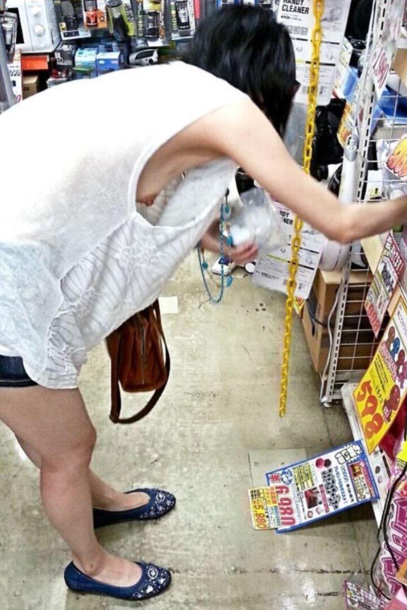 【ノースリーブエロ画像】横乳や腋の下を堪能しながら着衣セックスを堪能できるノースリーブ女子のエロ画像集!w【80枚】 26