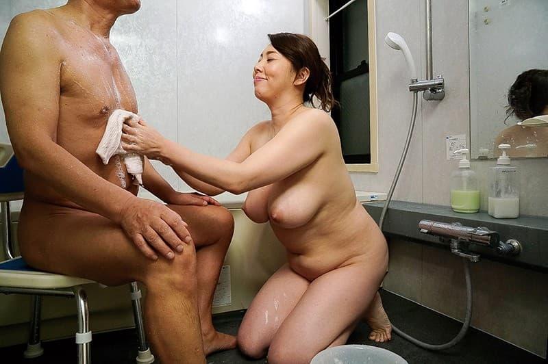 【介護士エロ画像】むっちり巨乳の美人介護士に密着され爺さんが久々の勃起して寝取ってきちゃった介護士のエロ画像集!w【80枚】 34