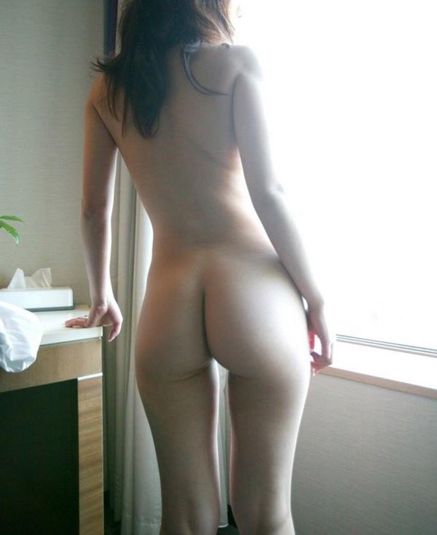 【美背中エロ画像】スタイル抜群のS級お姉さんは脱衣したクビレばっちりな背中だけで男をイカせるという噂!ww美味しそう過ぎる美背中のエロ画像集【80枚】 03