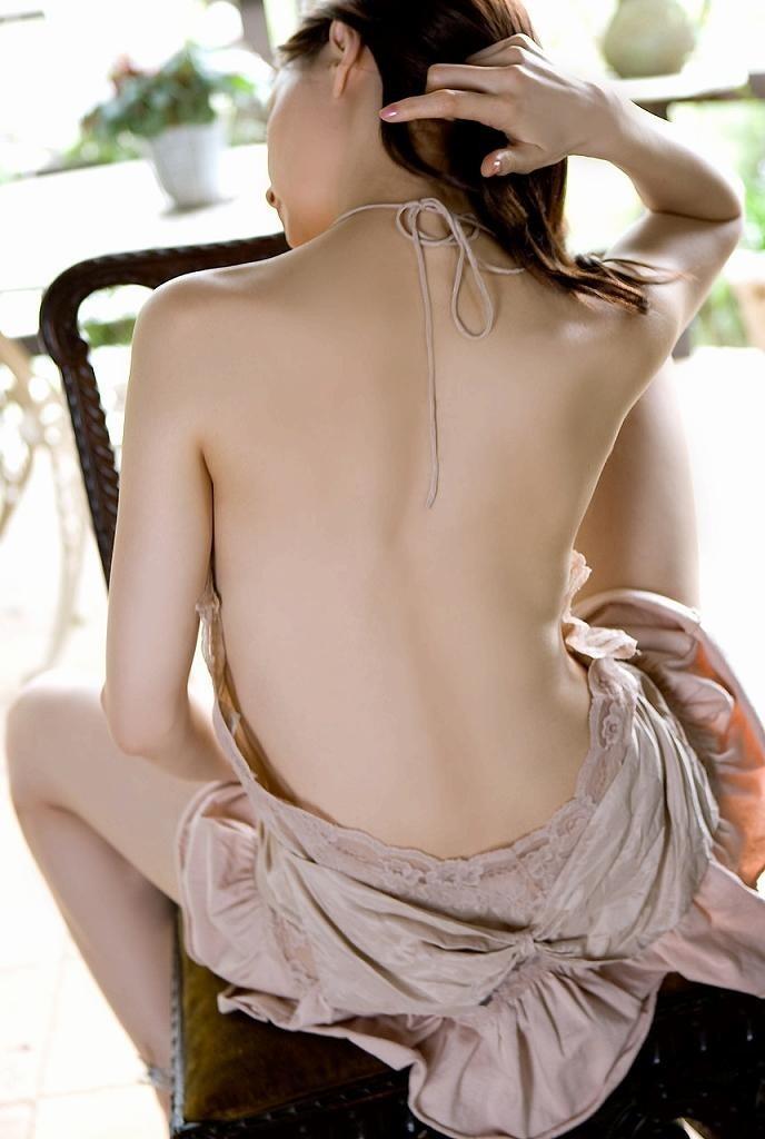 【美背中エロ画像】スタイル抜群のS級お姉さんは脱衣したクビレばっちりな背中だけで男をイカせるという噂!ww美味しそう過ぎる美背中のエロ画像集【80枚】 65