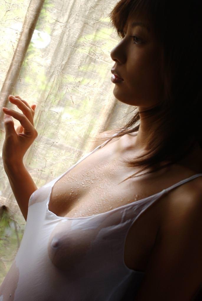 【濡れ透けエロ画像】びしょ濡れの制服やTシャツでノーブラ乳首や陰毛、ランジェリーがスケスケ状態の濡れ透けエロ画像集w【80枚】 04