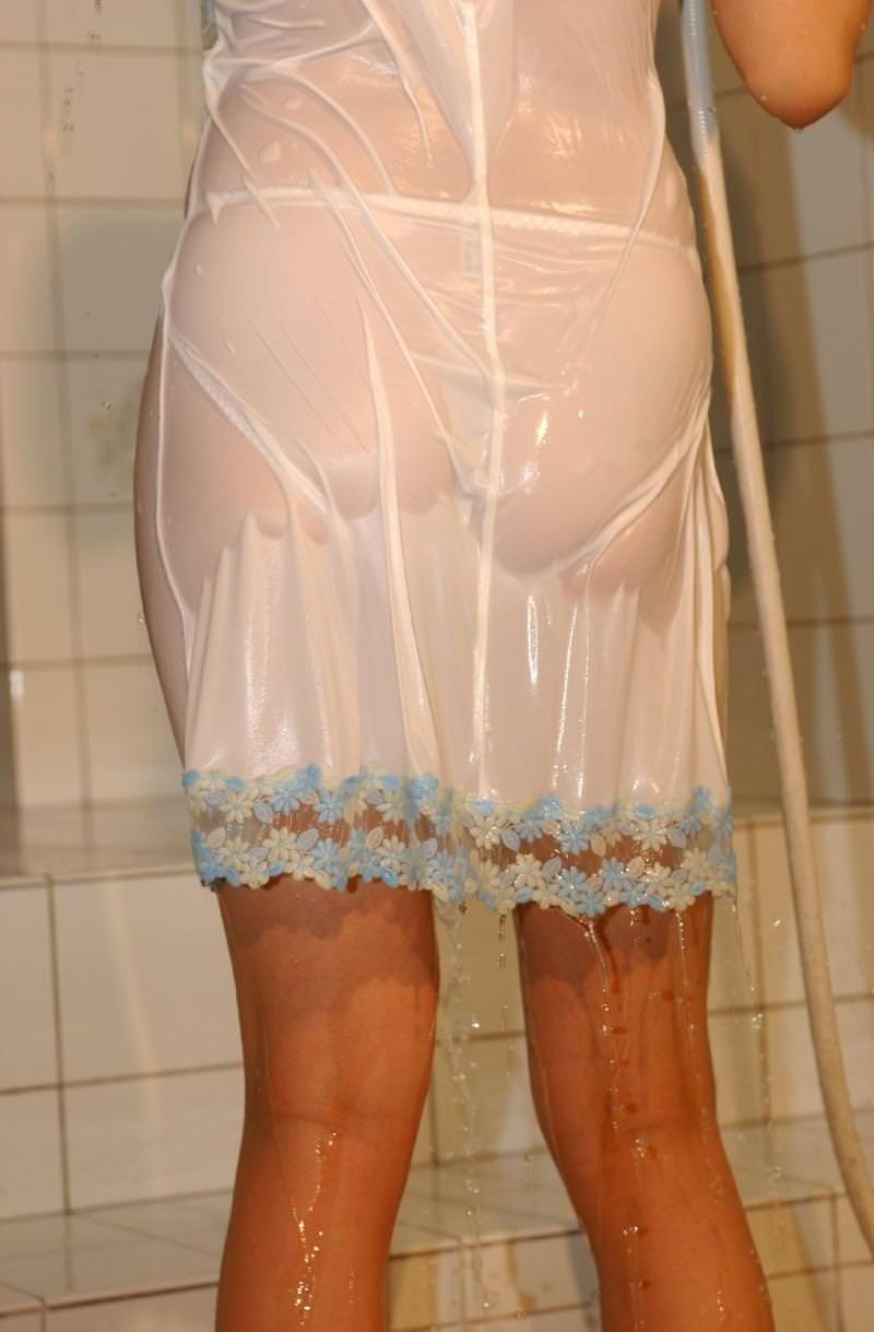 【濡れ透けエロ画像】びしょ濡れの制服やTシャツでノーブラ乳首や陰毛、ランジェリーがスケスケ状態の濡れ透けエロ画像集w【80枚】 08