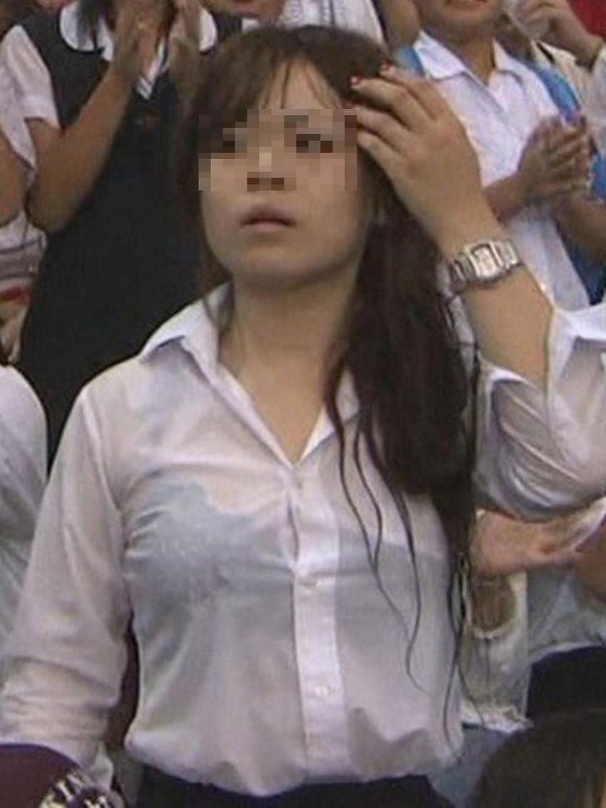 【濡れ透けエロ画像】びしょ濡れの制服やTシャツでノーブラ乳首や陰毛、ランジェリーがスケスケ状態の濡れ透けエロ画像集w【80枚】 61