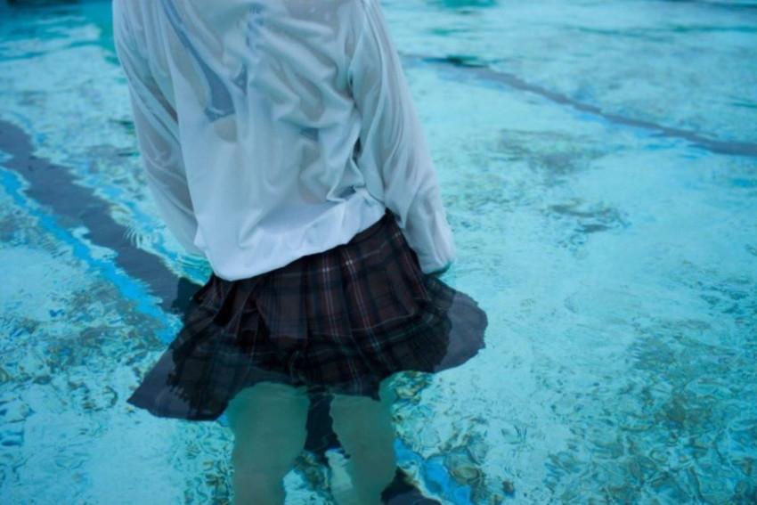 【濡れ透けエロ画像】びしょ濡れの制服やTシャツでノーブラ乳首や陰毛、ランジェリーがスケスケ状態の濡れ透けエロ画像集w【80枚】 67