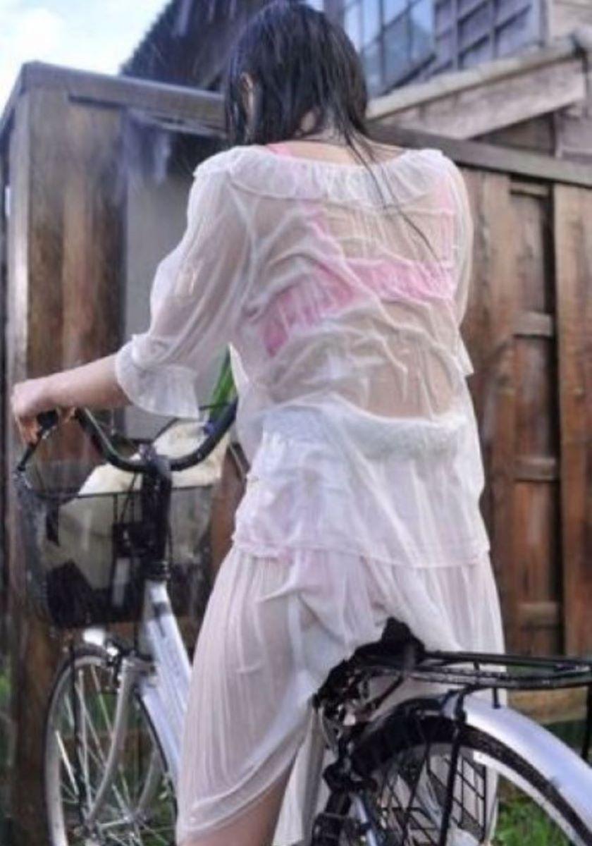 【濡れ透けエロ画像】びしょ濡れの制服やTシャツでノーブラ乳首や陰毛、ランジェリーがスケスケ状態の濡れ透けエロ画像集w【80枚】 68