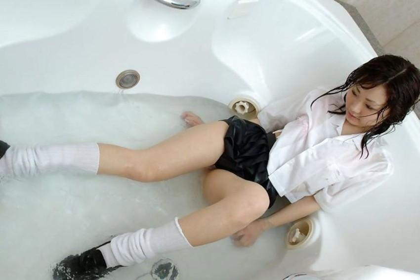 【濡れ透けエロ画像】びしょ濡れの制服やTシャツでノーブラ乳首や陰毛、ランジェリーがスケスケ状態の濡れ透けエロ画像集w【80枚】 79