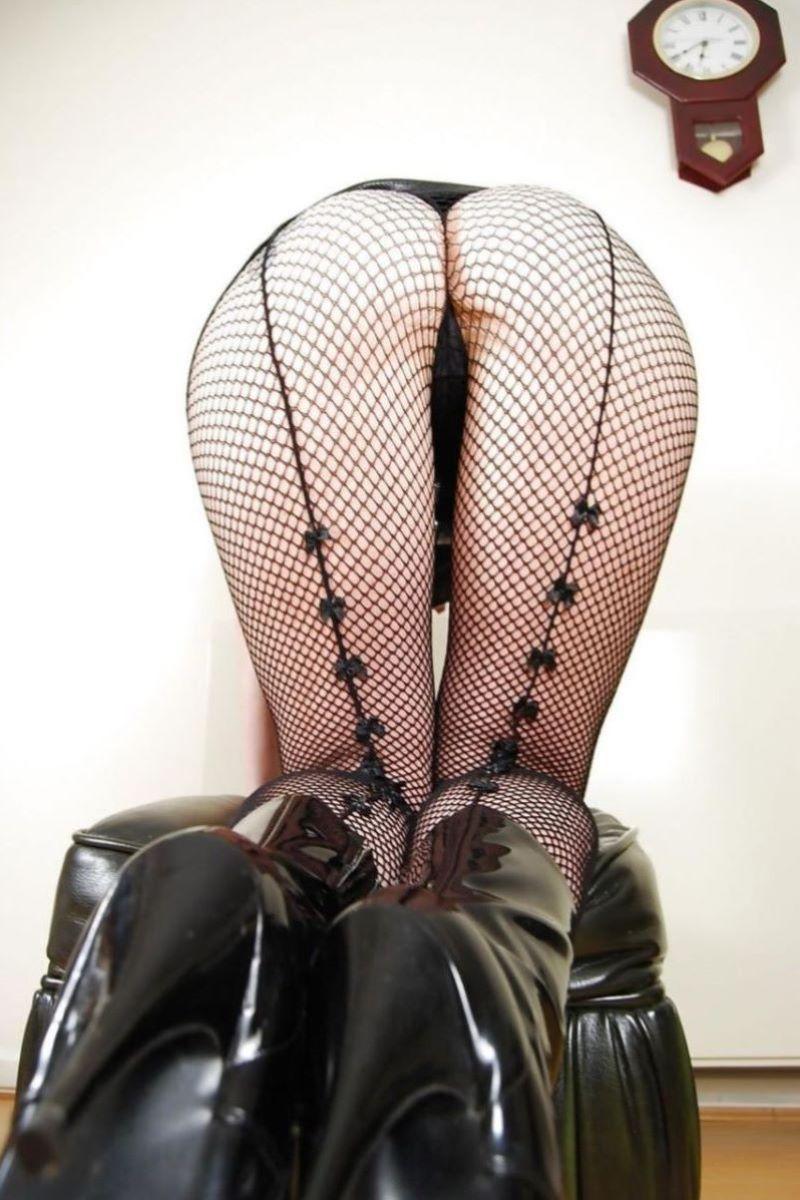 【網タイツエロ画像】美脚女子の網タイツは脚舐めしたり足コキさせたりビリビリに破ってクンニや騎乗位挿入するために存在するんだ!と信じて止まない網タイツのエロ画像集w【80枚】 22