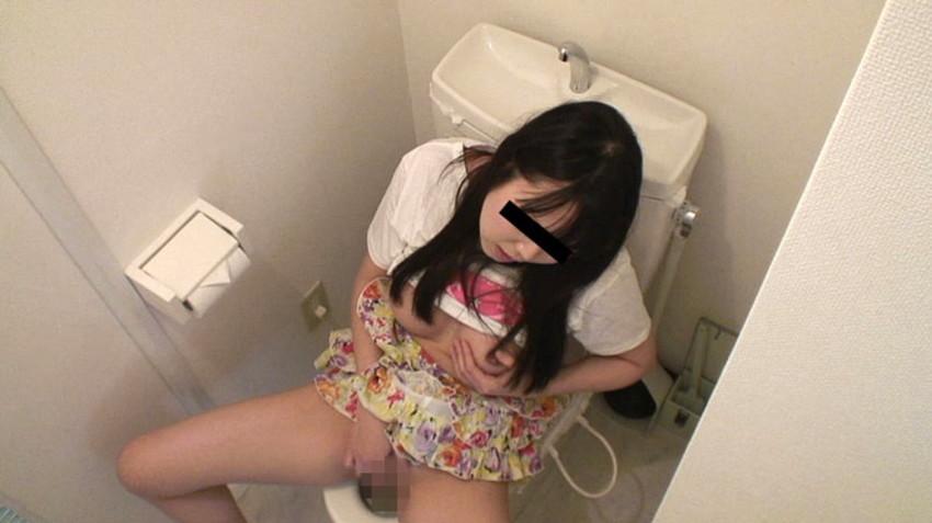 【トイレオナニーエロ画像】欲求不満の変態OLが会社のトイレでM字開脚して潮吹き手マン!まだオナニーを覚えたてのJKが学校のトイレで指二本挿入してイキまくってるトイレオナニーのエロ画像集w【80枚】 41
