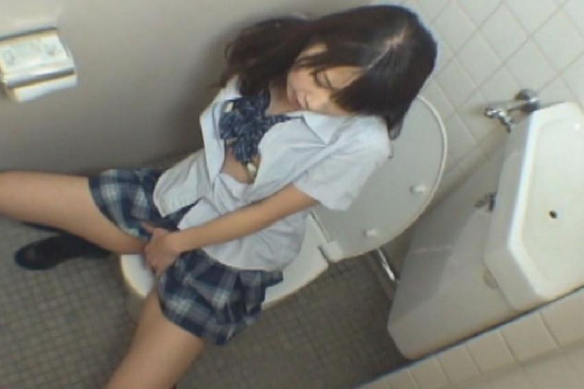 【トイレオナニーエロ画像】欲求不満の変態OLが会社のトイレでM字開脚して潮吹き手マン!まだオナニーを覚えたてのJKが学校のトイレで指二本挿入してイキまくってるトイレオナニーのエロ画像集w【80枚】 72