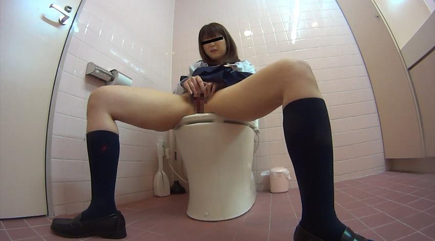 【トイレオナニーエロ画像】欲求不満の変態OLが会社のトイレでM字開脚して潮吹き手マン!まだオナニーを覚えたてのJKが学校のトイレで指二本挿入してイキまくってるトイレオナニーのエロ画像集w【80枚】 78