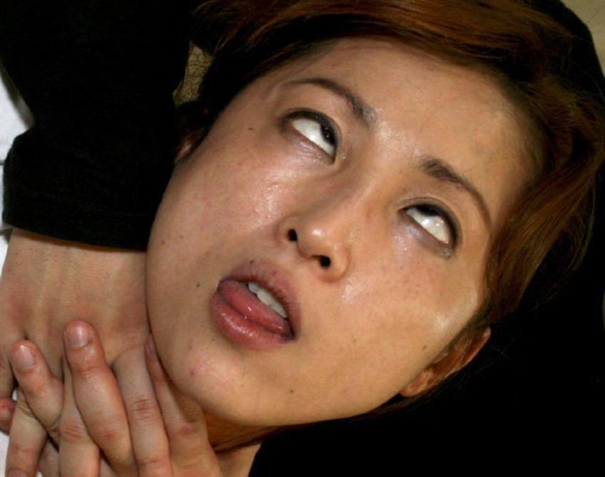 【白目エロ画像】キレイな女の子たちが手マンや電マ調教、巨根をブチ込まれて白目を剥いてアクメしちゃってる白目のエロ画像集ww【80枚】 78