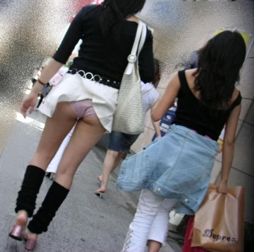【風パンチラエロ画像】まさに神風!!登下校中の素人JKやスカートのお姉さんたちが風パンチラして盗撮されちゃってる風パンチラのエロ画像集ww【80枚】 06