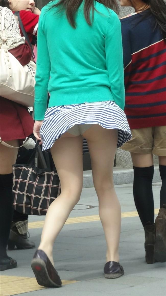 【風パンチラエロ画像】まさに神風!!登下校中の素人JKやスカートのお姉さんたちが風パンチラして盗撮されちゃってる風パンチラのエロ画像集ww【80枚】 11