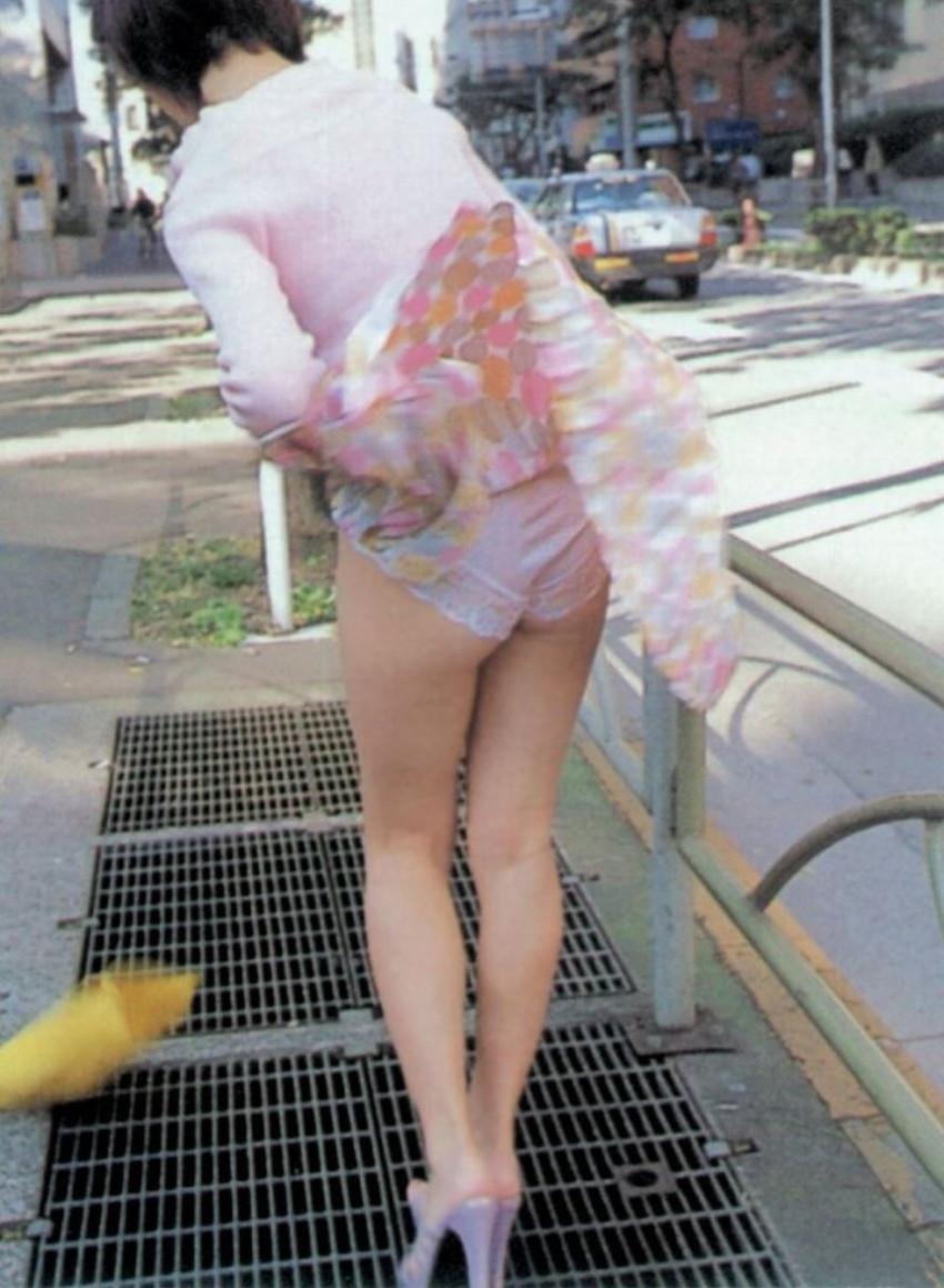 【風パンチラエロ画像】まさに神風!!登下校中の素人JKやスカートのお姉さんたちが風パンチラして盗撮されちゃってる風パンチラのエロ画像集ww【80枚】 17