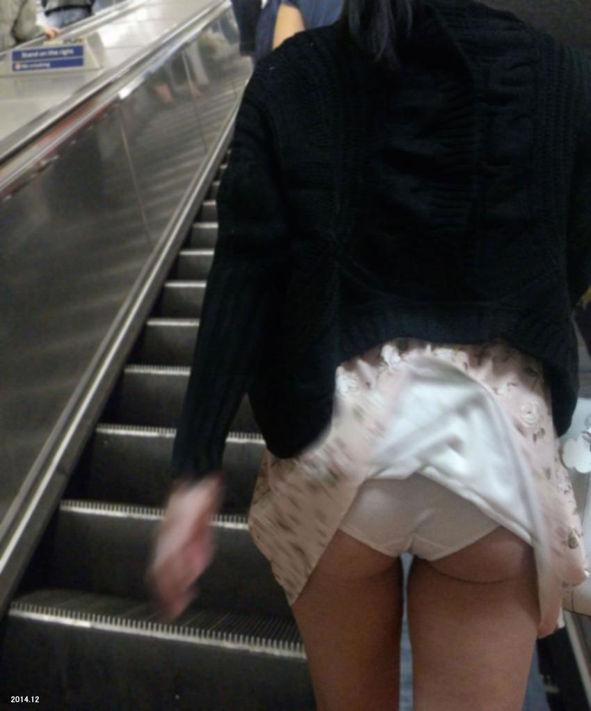 【風パンチラエロ画像】まさに神風!!登下校中の素人JKやスカートのお姉さんたちが風パンチラして盗撮されちゃってる風パンチラのエロ画像集ww【80枚】 18