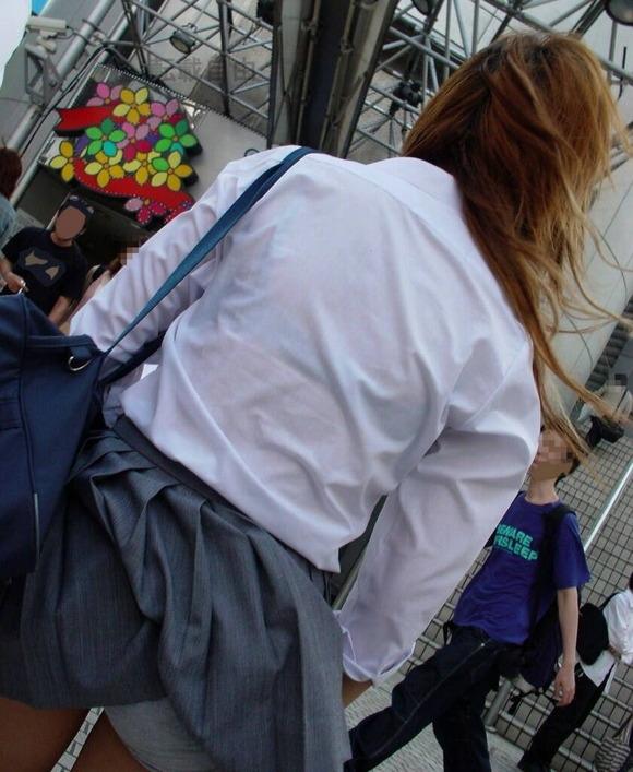 【風パンチラエロ画像】まさに神風!!登下校中の素人JKやスカートのお姉さんたちが風パンチラして盗撮されちゃってる風パンチラのエロ画像集ww【80枚】 26