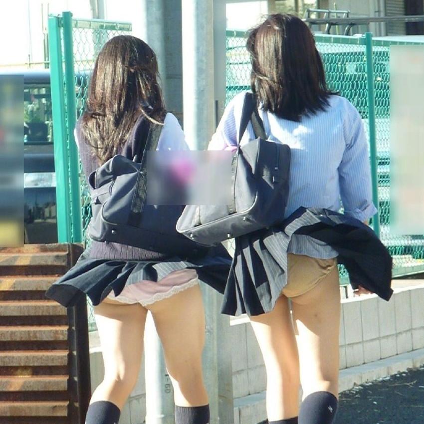 【風パンチラエロ画像】まさに神風!!登下校中の素人JKやスカートのお姉さんたちが風パンチラして盗撮されちゃってる風パンチラのエロ画像集ww【80枚】 30