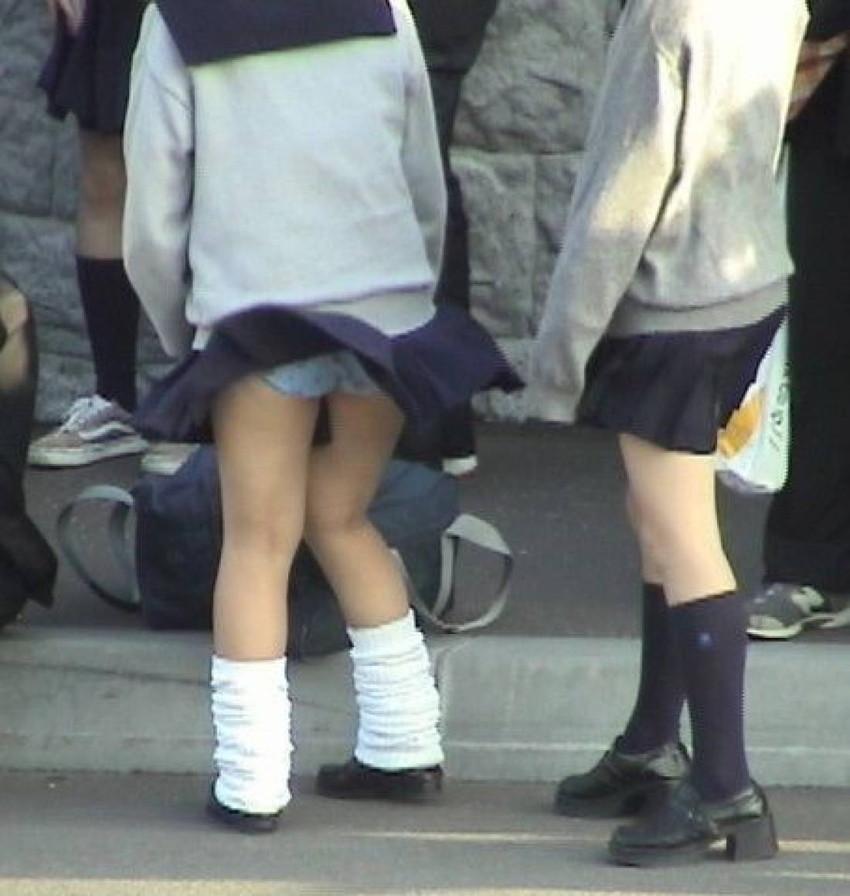 【風パンチラエロ画像】まさに神風!!登下校中の素人JKやスカートのお姉さんたちが風パンチラして盗撮されちゃってる風パンチラのエロ画像集ww【80枚】 41