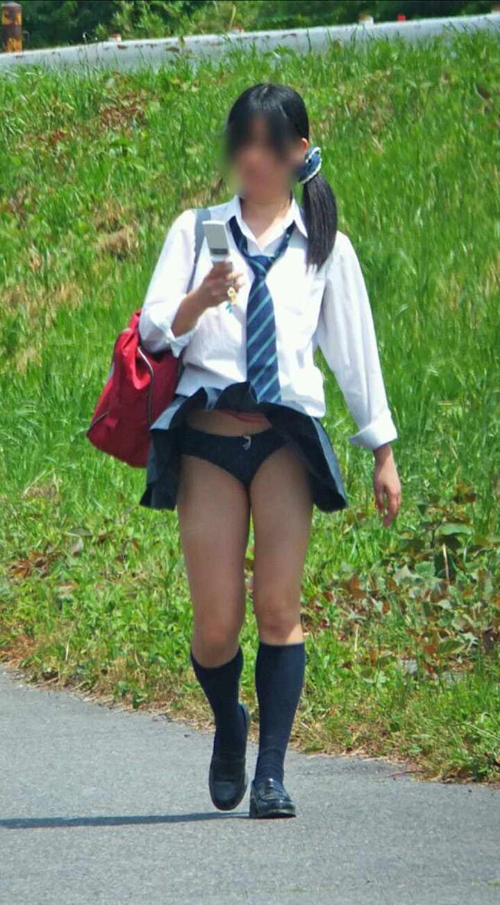 【風パンチラエロ画像】まさに神風!!登下校中の素人JKやスカートのお姉さんたちが風パンチラして盗撮されちゃってる風パンチラのエロ画像集ww【80枚】 57
