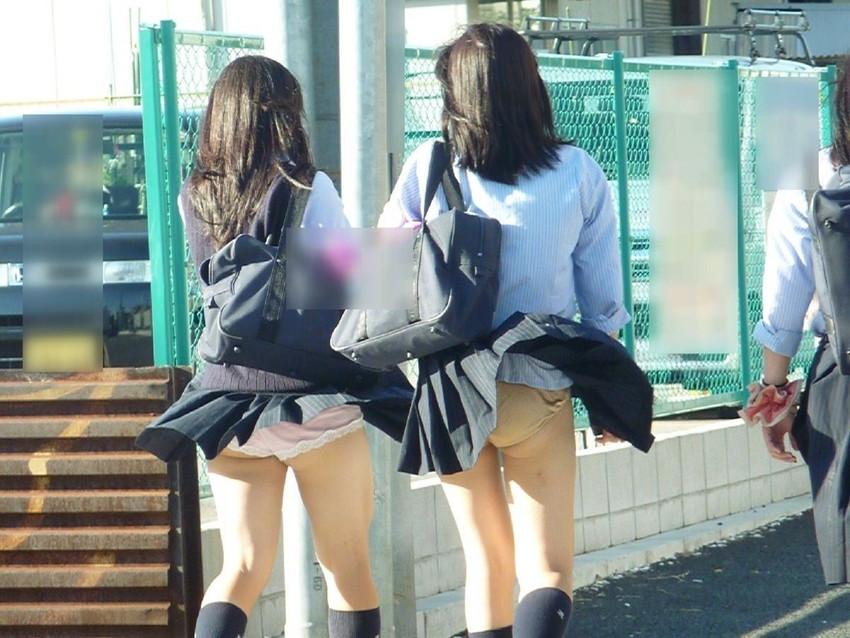 【風パンチラエロ画像】まさに神風!!登下校中の素人JKやスカートのお姉さんたちが風パンチラして盗撮されちゃってる風パンチラのエロ画像集ww【80枚】 62