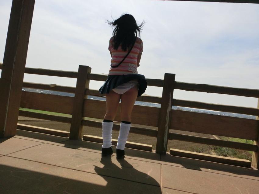 【風パンチラエロ画像】まさに神風!!登下校中の素人JKやスカートのお姉さんたちが風パンチラして盗撮されちゃってる風パンチラのエロ画像集ww【80枚】 80