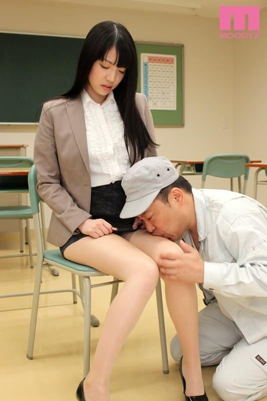【タイトスカートエロ画像】美し過ぎる女医や女教師がピタピタのタイトスカートで美尻を強調させて患者や生徒を筆おろししちゃってるタイトスカートのエロ画像集!!【80枚】 20