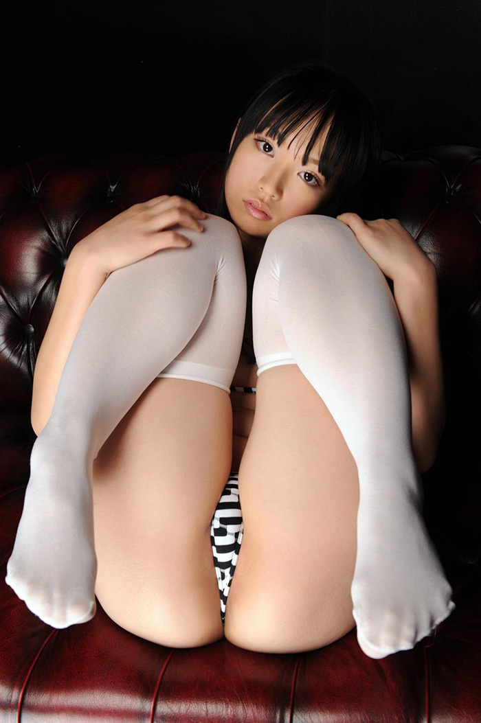 【M字開脚エロ画像】美女のパンティーや美マンが丸わかりのM字開脚!モリマン具合がバッチリわかって股間に顔面を突っ込みたくなるM字開脚のエロ画像集!w【80枚】 44