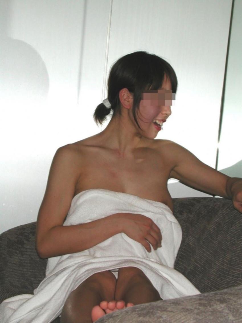 【バスタオルエロ画像】セックスの気分を盛り上げてくれる最強アイテムバスタオル!バスタオルが取れて胸チラやマンチラしてる美女や人妻たちのバスタオルエロ画像集!ww【80枚】 37