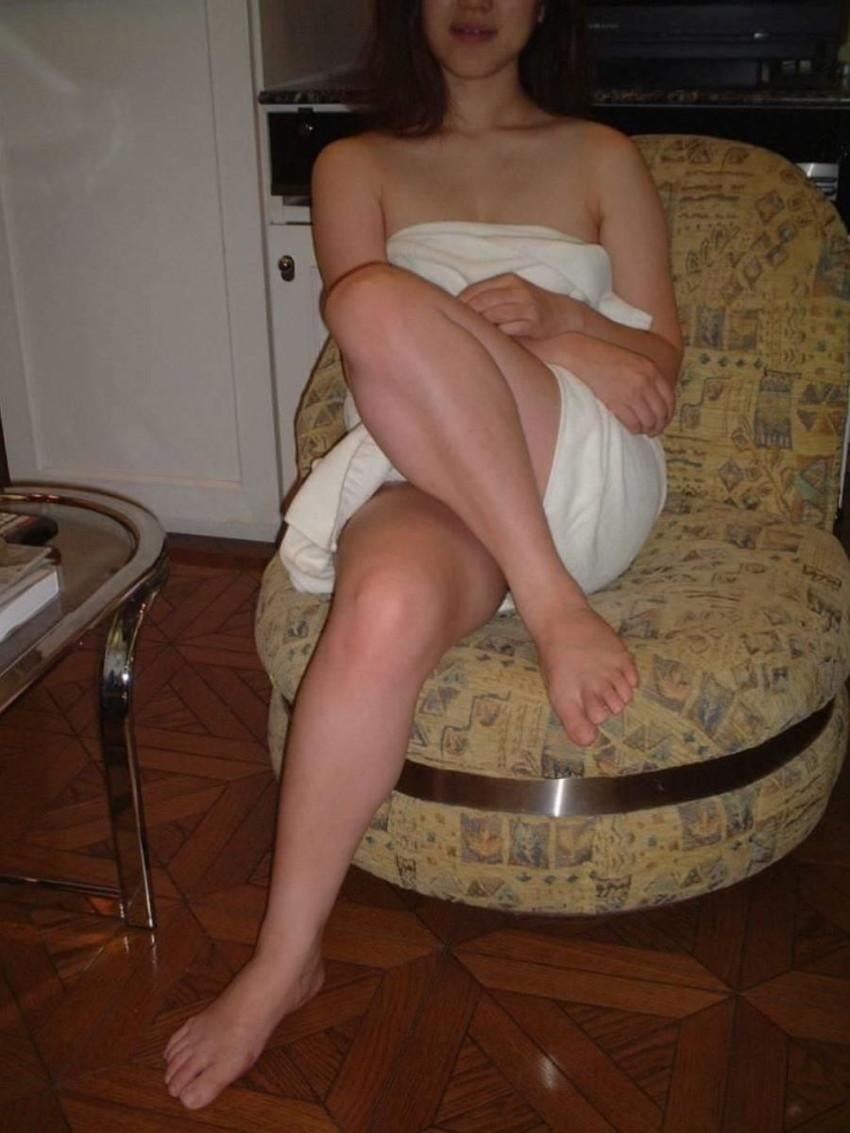 【バスタオルエロ画像】セックスの気分を盛り上げてくれる最強アイテムバスタオル!バスタオルが取れて胸チラやマンチラしてる美女や人妻たちのバスタオルエロ画像集!ww【80枚】 71