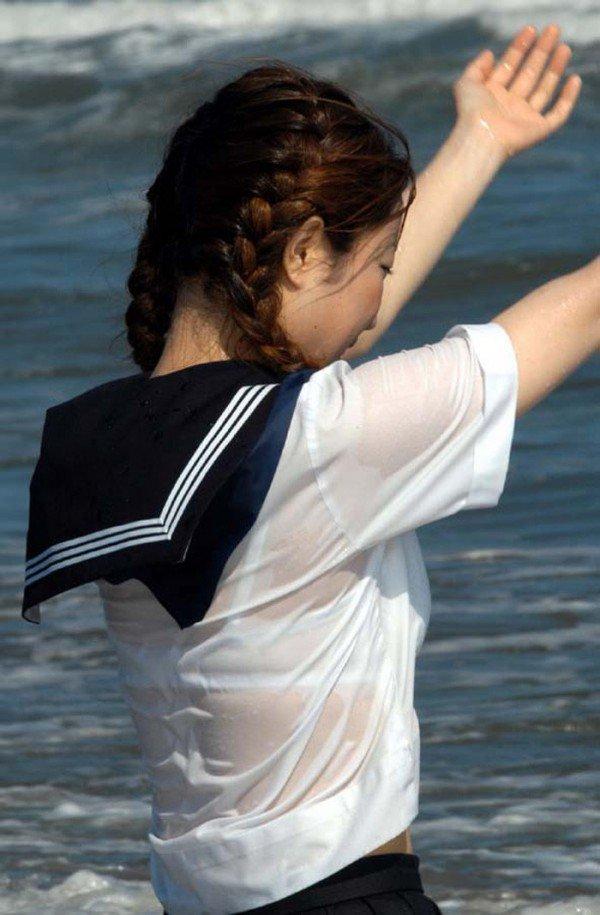 【夏服JKエロ画像】白ブラウスから透けブラや胸チラ!ミニスカの制服から生足パンチラしてる無防備過ぎる夏服JKのエロ画像集!ww【80枚】 48