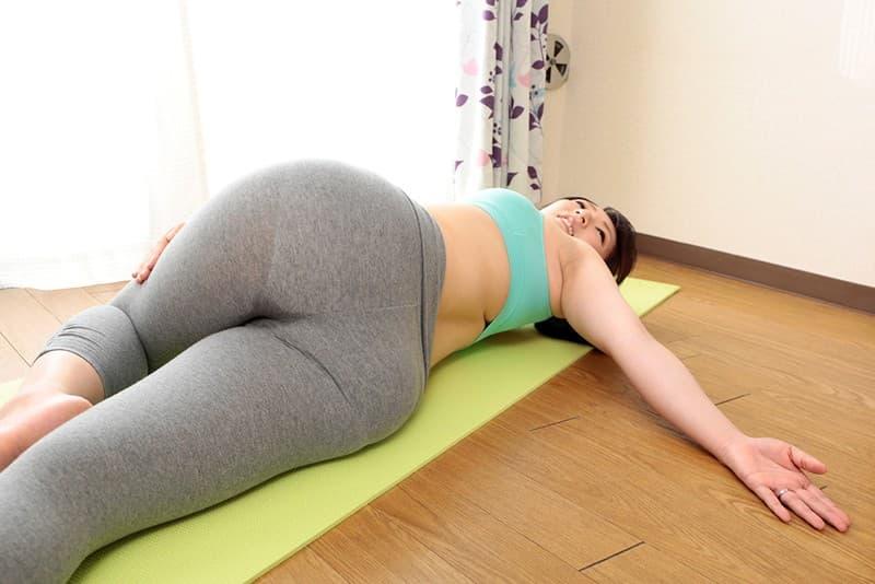 【トレーニングエロ画像】ダイエットやヨガでトレーニングしてる美女のスポブラめくって汗だくおっぱいを揉みまくる!リア充気取ってるトレーニング女子のおっぱい画像集ww【80枚】 27