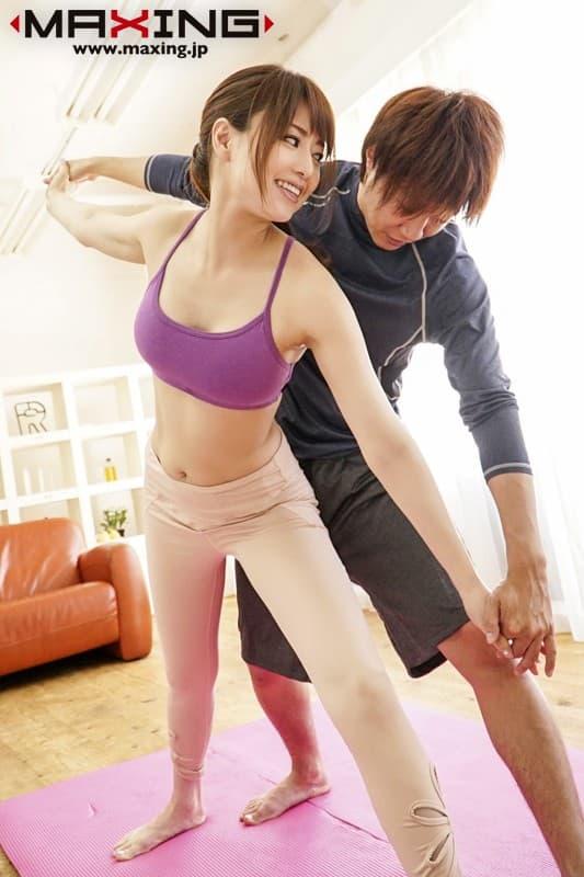 【トレーニングエロ画像】ダイエットやヨガでトレーニングしてる美女のスポブラめくって汗だくおっぱいを揉みまくる!リア充気取ってるトレーニング女子のおっぱい画像集ww【80枚】 34