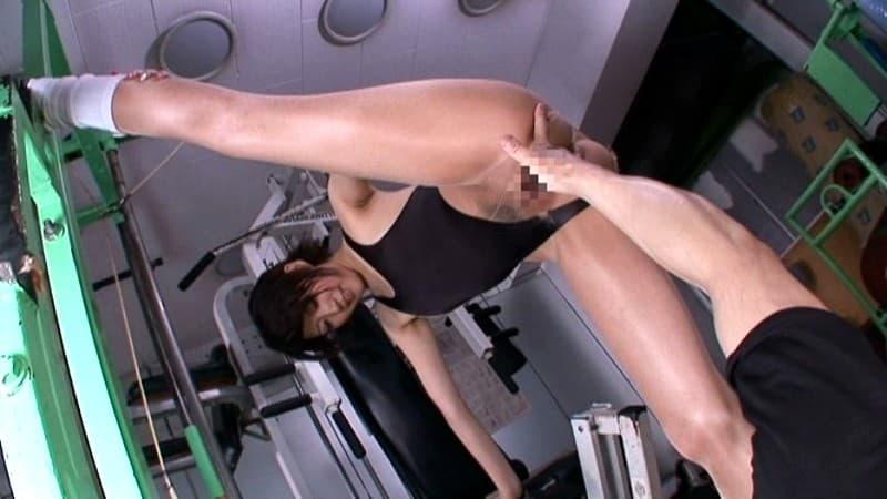 【トレーニングエロ画像】ダイエットやヨガでトレーニングしてる美女のスポブラめくって汗だくおっぱいを揉みまくる!リア充気取ってるトレーニング女子のおっぱい画像集ww【80枚】 44
