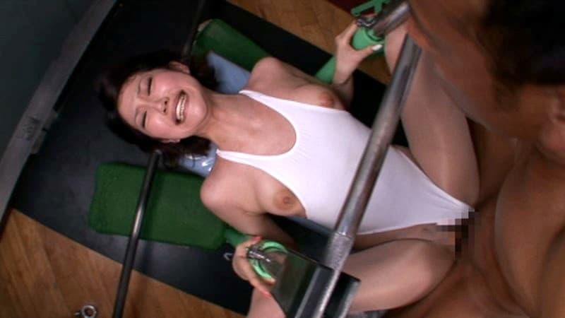 【トレーニングエロ画像】ダイエットやヨガでトレーニングしてる美女のスポブラめくって汗だくおっぱいを揉みまくる!リア充気取ってるトレーニング女子のおっぱい画像集ww【80枚】 59