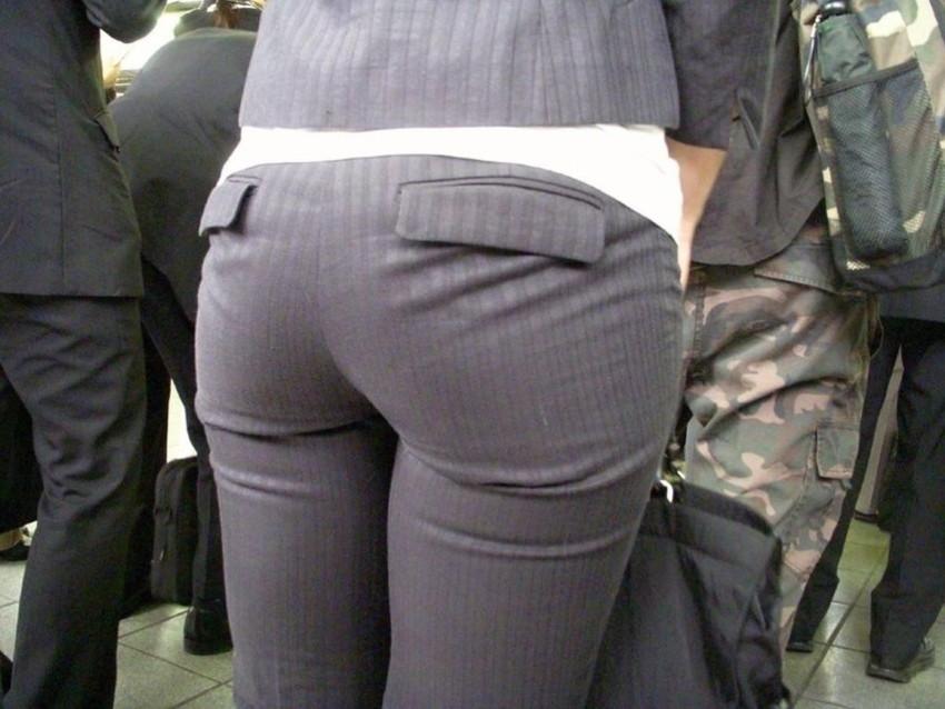 【パンティーラインエロ画像】素人美女のピタパンやタイトスカートから見えるパンティーラインを盗撮!美尻に顔面突っ込みたくなるパンティーラインのエロ画像集!ww【80枚】 04