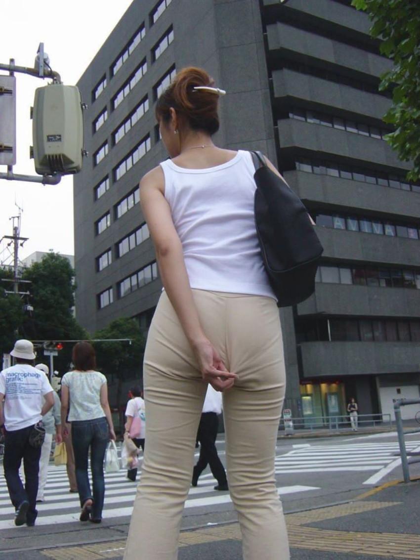 【パンティーラインエロ画像】素人美女のピタパンやタイトスカートから見えるパンティーラインを盗撮!美尻に顔面突っ込みたくなるパンティーラインのエロ画像集!ww【80枚】 14