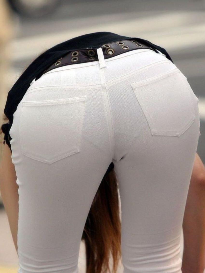 【パンティーラインエロ画像】素人美女のピタパンやタイトスカートから見えるパンティーラインを盗撮!美尻に顔面突っ込みたくなるパンティーラインのエロ画像集!ww【80枚】 16