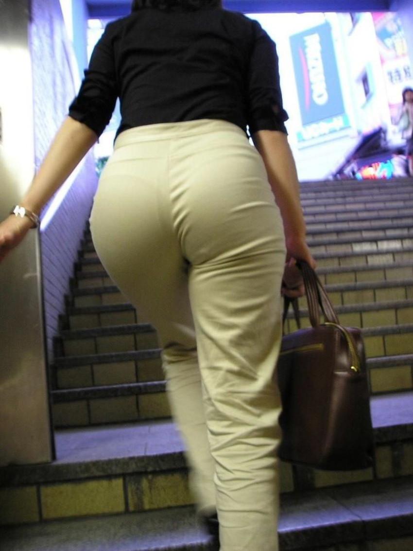 【パンティーラインエロ画像】素人美女のピタパンやタイトスカートから見えるパンティーラインを盗撮!美尻に顔面突っ込みたくなるパンティーラインのエロ画像集!ww【80枚】 20