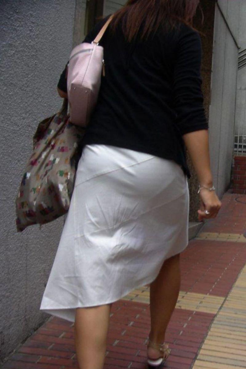 【パンティーラインエロ画像】素人美女のピタパンやタイトスカートから見えるパンティーラインを盗撮!美尻に顔面突っ込みたくなるパンティーラインのエロ画像集!ww【80枚】 21