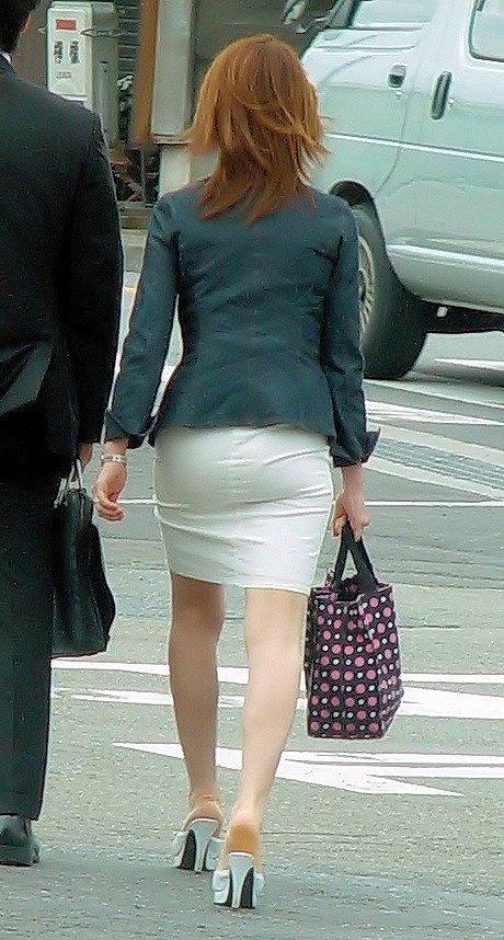 【パンティーラインエロ画像】素人美女のピタパンやタイトスカートから見えるパンティーラインを盗撮!美尻に顔面突っ込みたくなるパンティーラインのエロ画像集!ww【80枚】 22