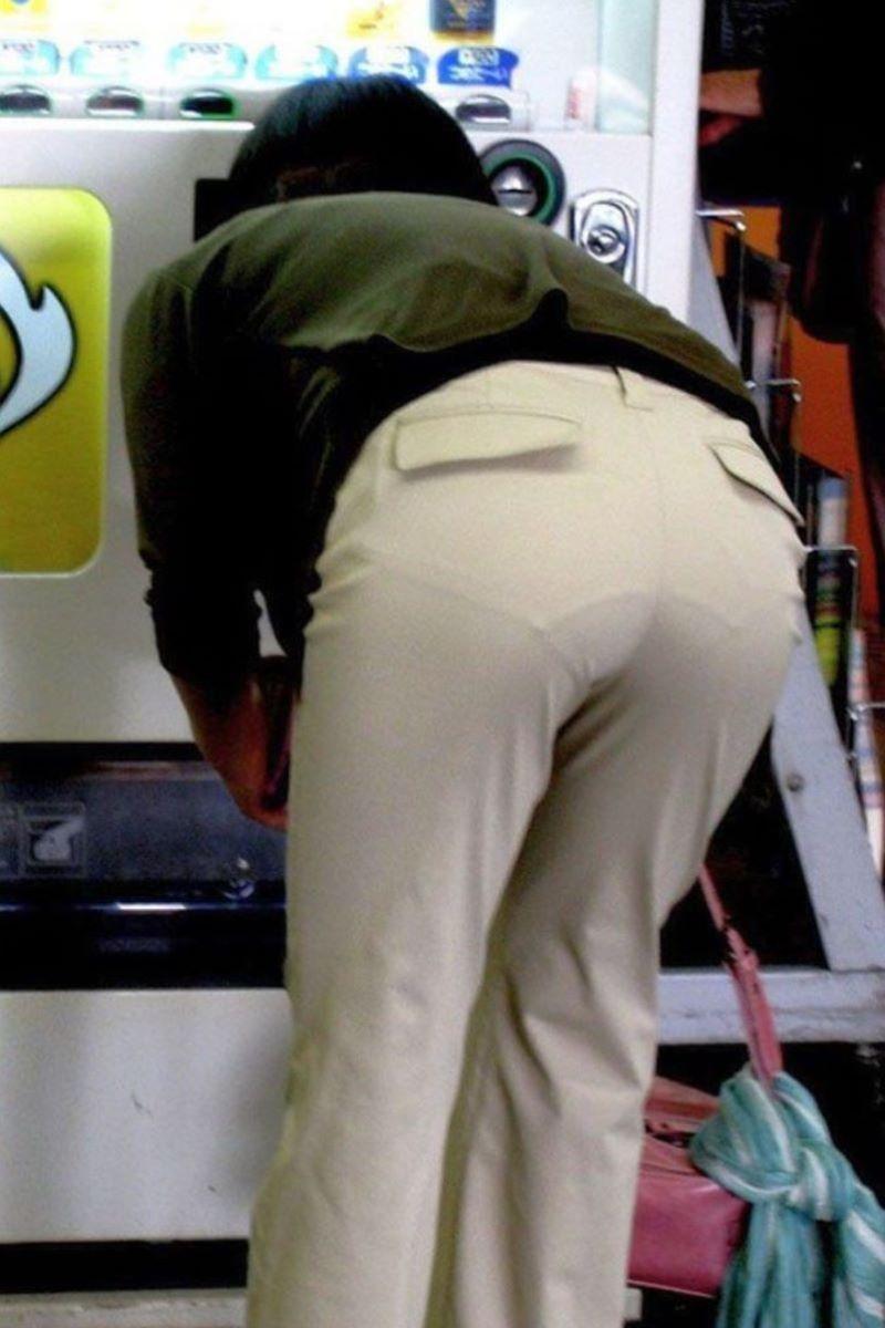 【パンティーラインエロ画像】素人美女のピタパンやタイトスカートから見えるパンティーラインを盗撮!美尻に顔面突っ込みたくなるパンティーラインのエロ画像集!ww【80枚】 23